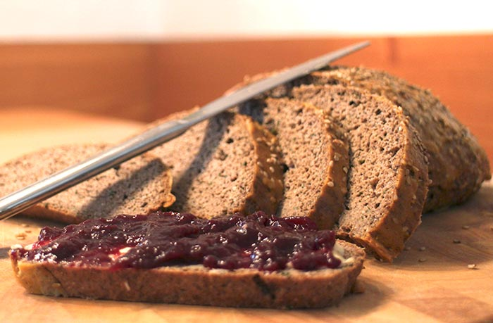 Low Carb Rezept | Brot mit Sesammehl