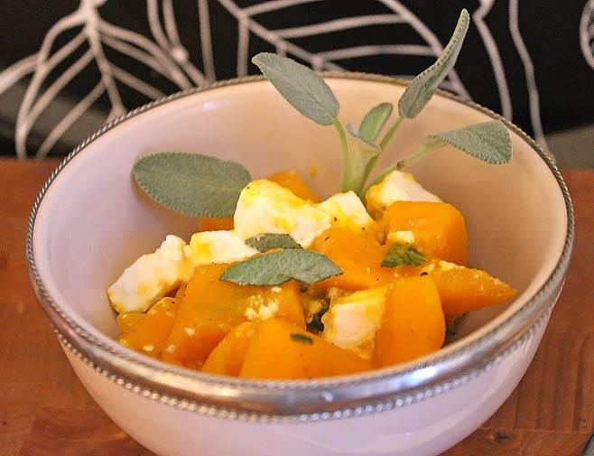 Low Carb Rezept | Pfannenkürbis mit Salbei und Feta