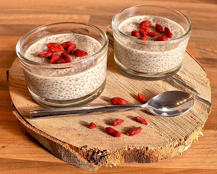 low carb rezept kokos chia pudding mit goji beeren. Black Bedroom Furniture Sets. Home Design Ideas