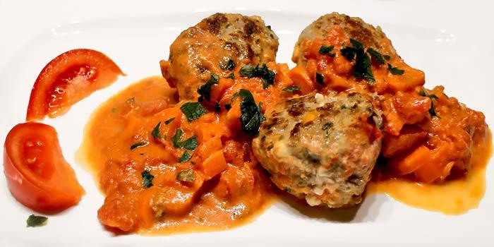 Low Carb Rezept - Feta-Hackfleischbällchen mit Tomaten