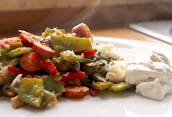 Low Carb Rezept | Grüne Bohnen mit Chiliwürstchen