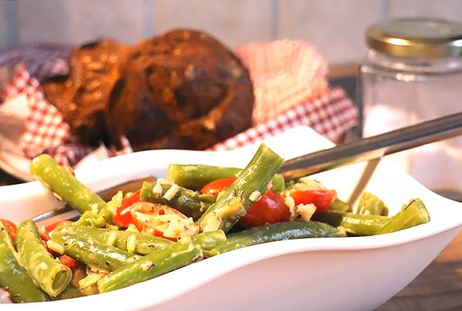 Low Carb Beilage - Bohnengemüse mit Tomaten und Mandelblättchen
