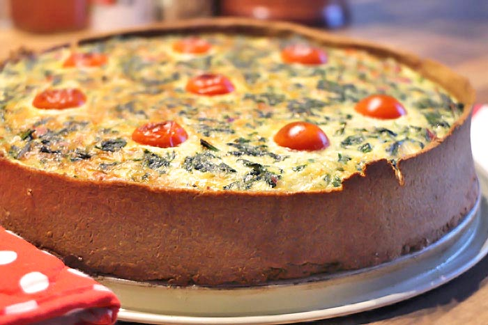 Low Carb Spinat-Quiche mit Goldleinsamenmehl